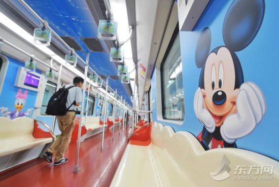 上海地铁迪士尼主题列车亮相 整车喷满卡通人物(组图)
