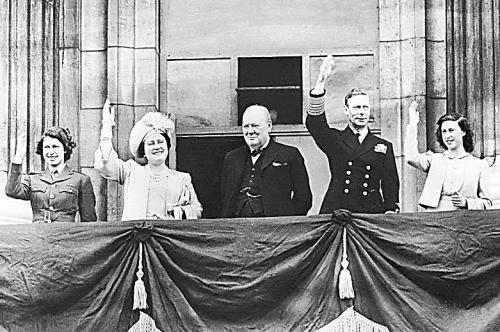 白金汉宫东前阳台:英国王室的福地与历史