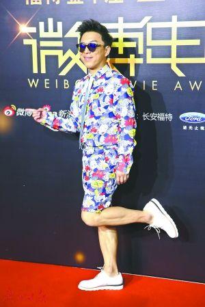"""刘烨调侃黄渤:穿得像""""花蝴蝶"""""""