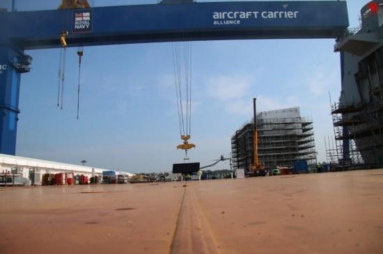 与中国国产航母竞赛?英国航母开始吊装远程雷达