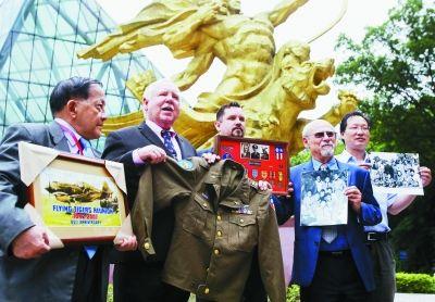 两名美国飞虎队员之子到南京捐赠珍贵史料