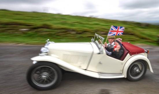 英国数百辆老式汽车父亲节活力开跑