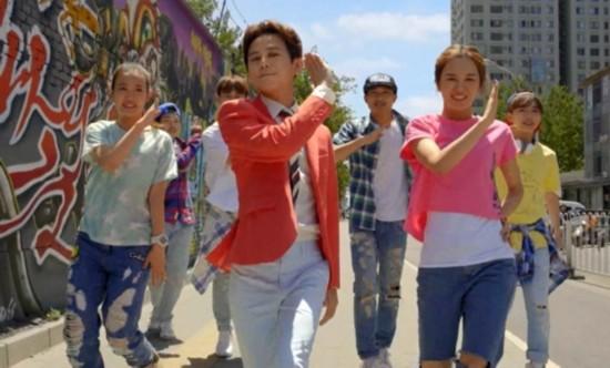 《早,加油!》MV今日阿里星球上线,何炅老师一早的鼓励唱给你听