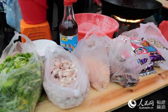 魚露、蝦米、肥肉為鼎邊糊增味不少 鄒家驊攝