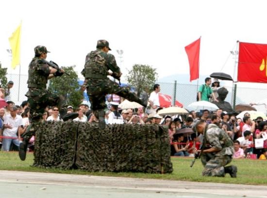 """驻港部队""""军营开放日"""""""