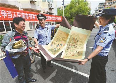 南京玄武警方发还价值60万元赃物赃款