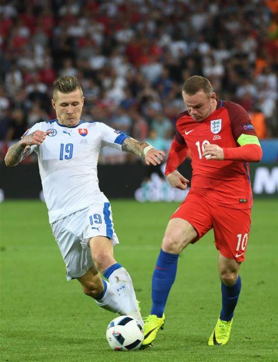 (欧锦赛)(1)足球――小组赛:斯洛伐克战平英格兰