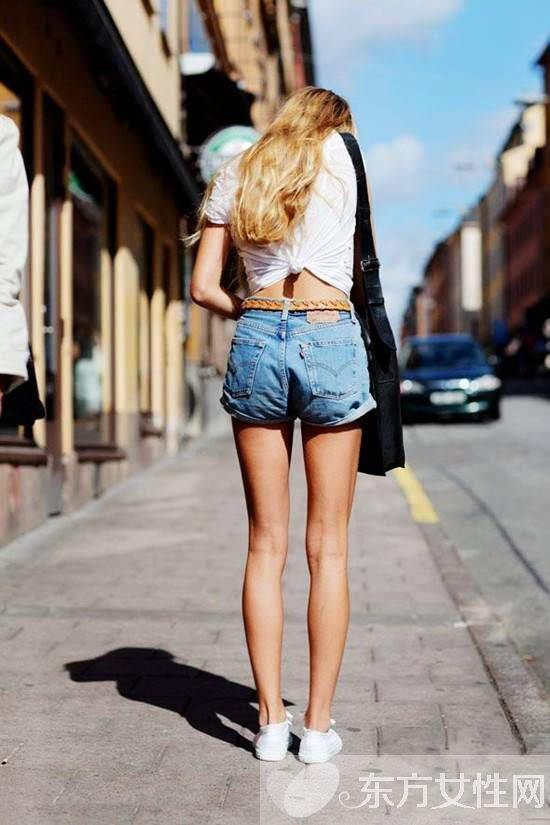 性感热裤最佳搭配法 T恤+热裤今夏就要这么穿