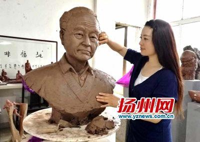 汪曾祺雕塑。董辉摄