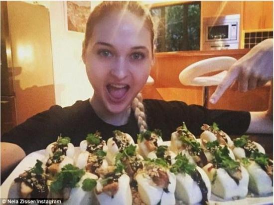 23岁女模3分钟吃20个馒头 风卷残云速度之快令人惊叹(图)