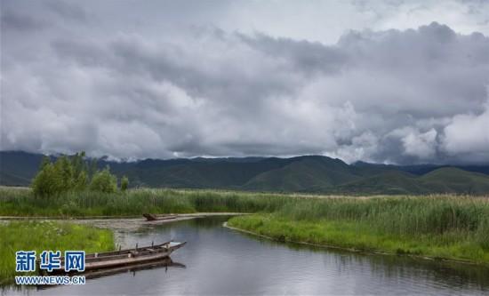 6月21日在四川省盐源县拍摄的泸沽湖风景.