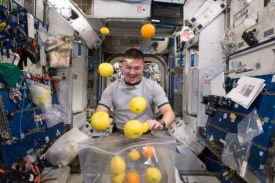 英国宇航员感叹在国际空间站生活失重如厕难