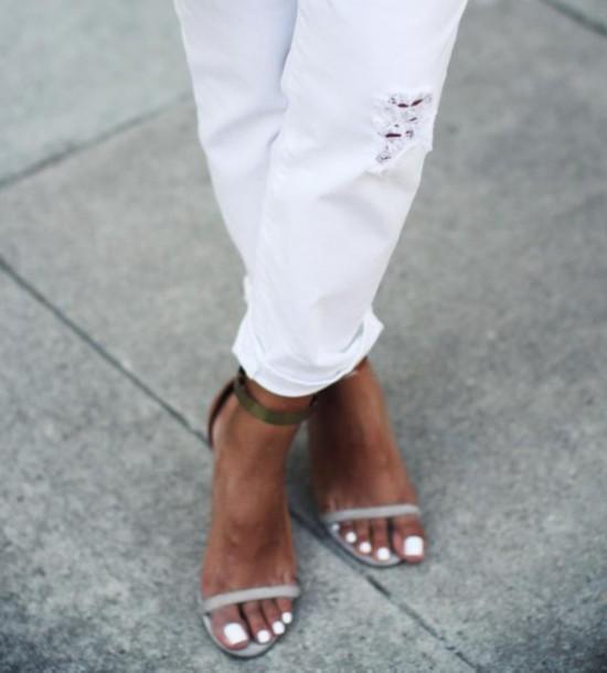 爆款凉鞋x甲彩 时髦的人今夏都在涂白甲油