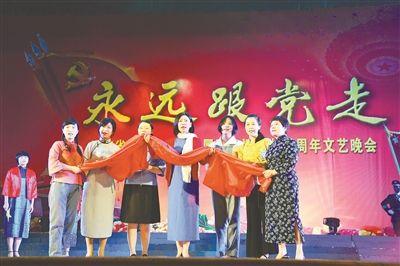 江苏省军区举办文艺晚会 献礼建党95周年