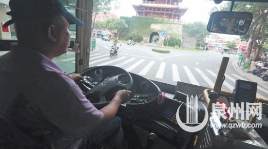 每天开车10小时吃饭10分钟 公交车司机的工作原来这么累
