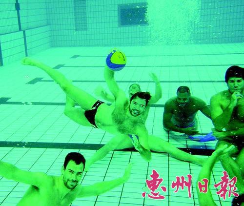 世界男子水球联赛总决赛小组赛中巴对阵 点球