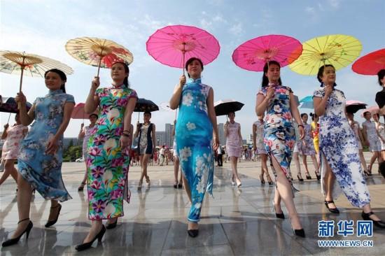 高清组图:盛夏旗袍秀美韵