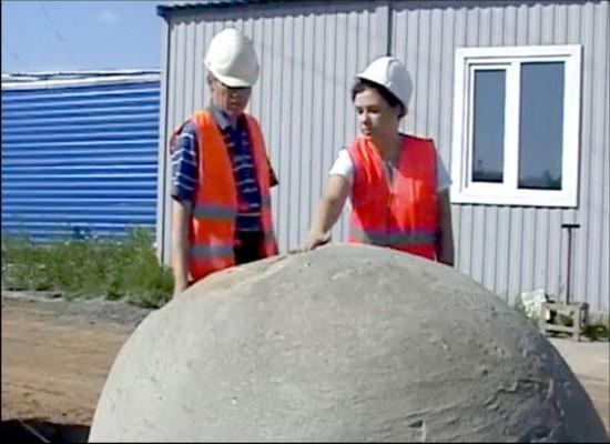 西伯利亚挖出神秘巨型球 雨水冲刷后变色