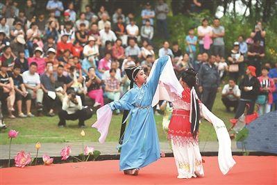 南京秦淮之夏社区艺术节启幕 少儿表演戏曲
