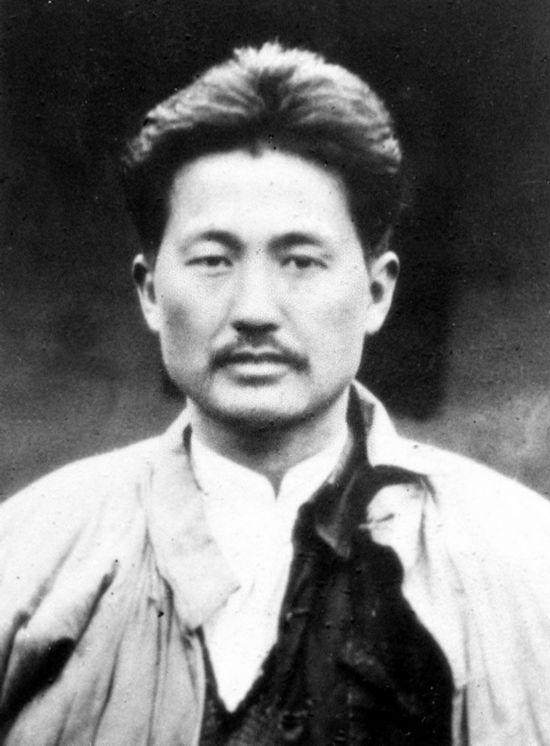 图为1935年方志敏在南昌赴刑场前的照片。