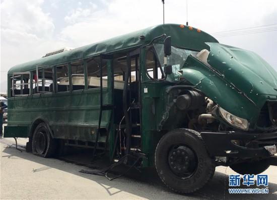 (国际)(1)阿富汗首都警察车队遭袭至少27人死亡