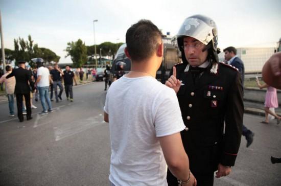 意大利警察与华人爆发冲突 中国领馆:理性维权 意大利