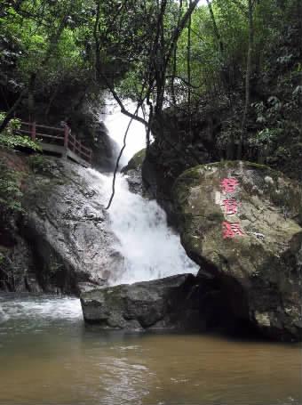 三明仙人谷国家森林公园内的流泉飞瀑