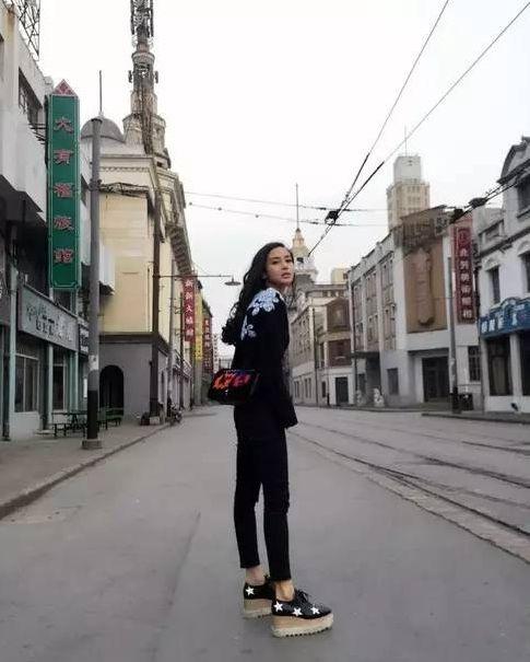 姐弟恋的幸福人生 贾静雯蔡少芬40+辣妈衣品飙升