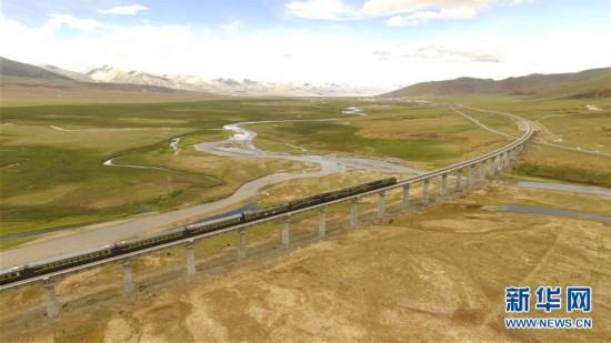 【大美中国】鸟瞰壮美青藏铁路