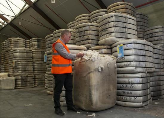 摄影师拍摄英国百年网球外衣制造厂商