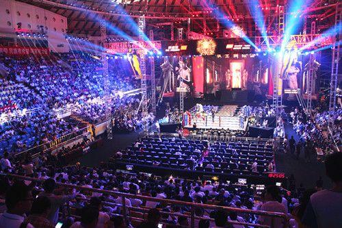 《武林风》中国拳手KO世界冠军牛留栓颁奖