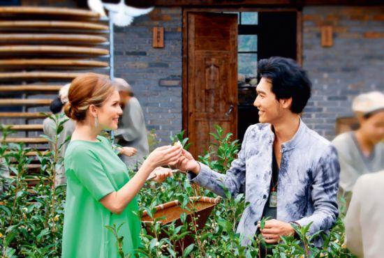 俄歌唱家克欣诺娜将访华拍摄歌曲《寻茶到黄村》MV43.png