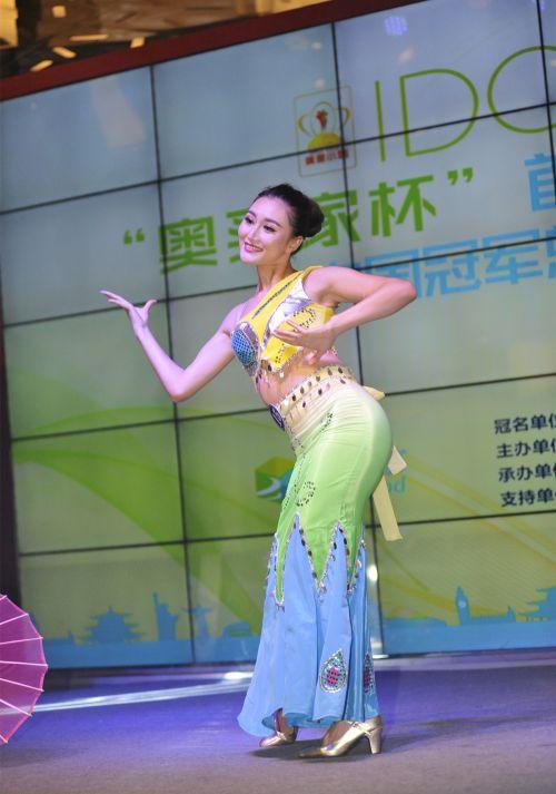 傣族女人体艺术_活动当晚,偶像小姐的佳丽们通过维秘秀,晚装秀,艺术概念秀,才艺比拼等