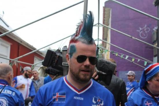 冰岛足球队凯旋回国 上万民众夹道欢迎(高清组
