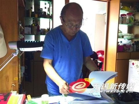 7月1日,张发海还在家中忙著准备8日小区月月谈主题沙龙的事.