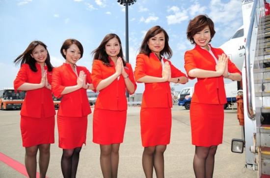 亚洲航空_亚洲航空的空姐以性感著称,身着性感红色热裤或超短裙,甚至被