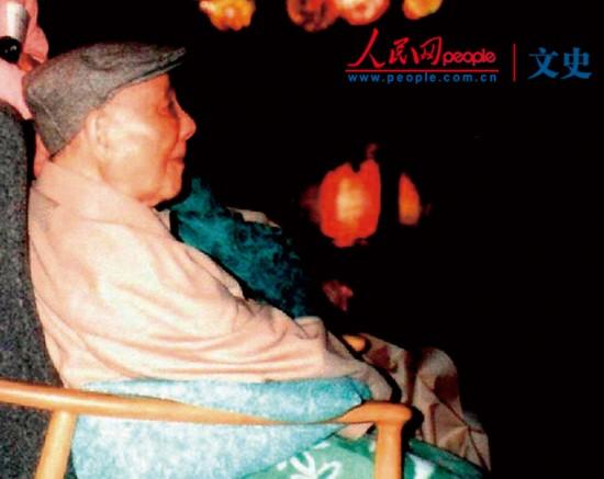 【1990年代】维持旧秩序。1994年10月1日,中国最有权力的人,改革开放的总设计师邓小平观看烟火表演。他当时90岁了,是世界上人口最多国家的领导人。