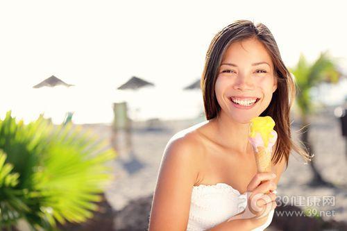 青年 女 冰淇淋 海边 夏天 椰子树_13101067_xxl