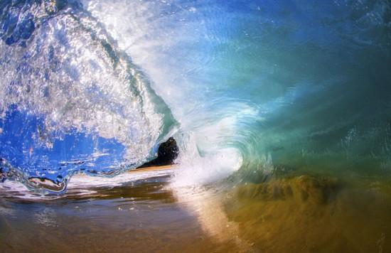 澳大利亚冲浪摄影师独特角度拍浪花