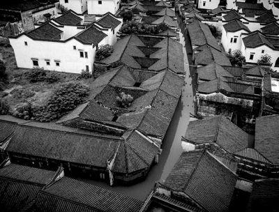 连日降雨,使已有1800多年历史的孔城老街被淹。图/合肥网