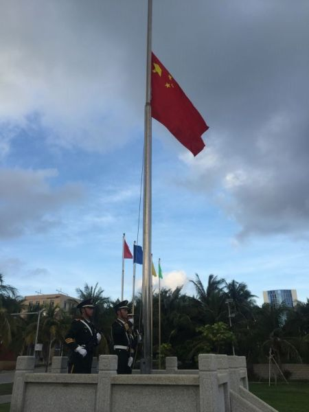 在永兴岛参加升旗仪式