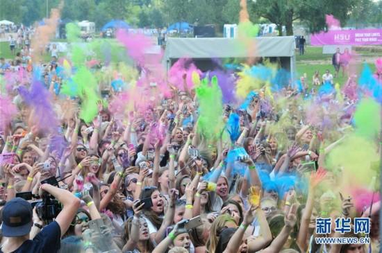 (国际)(2)拉脱维亚里加举办色彩节