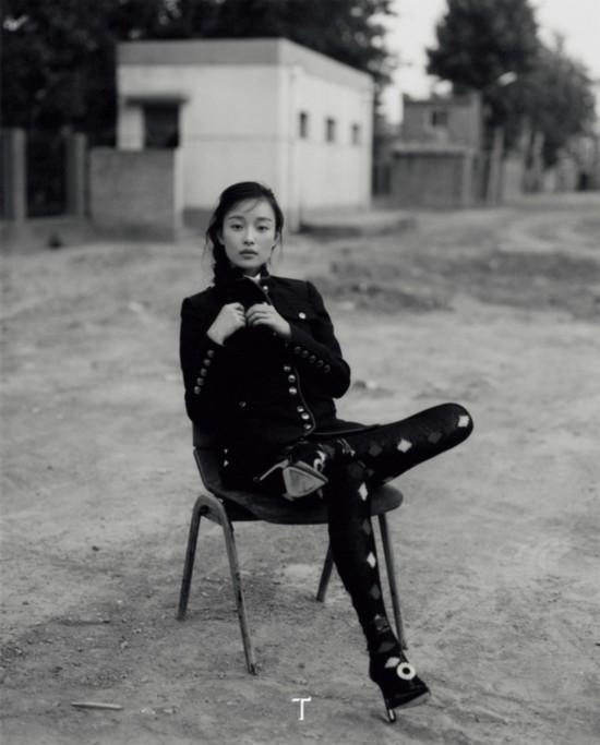 倪妮新封面艺术感爆棚 外国摄影师掌镜