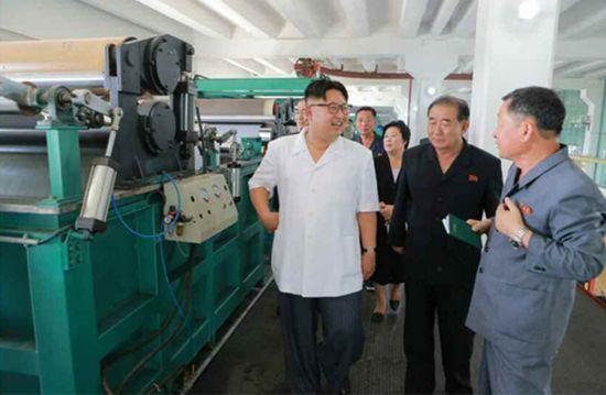恩视察平城合成皮革工厂 称其是国家工厂的典范 高清组图