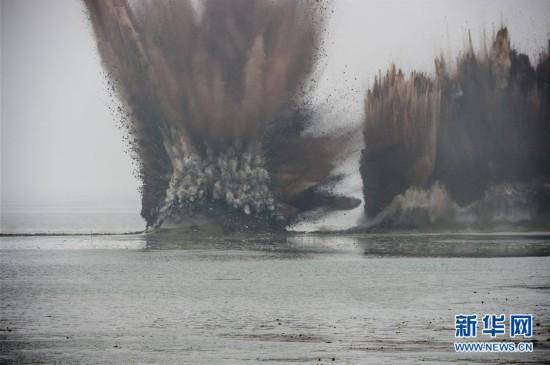 湖北省梁子湖流域的牛山湖正式破垸分洪(组图)