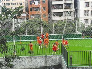 深圳梅林幼儿园教学楼顶变足球训练场