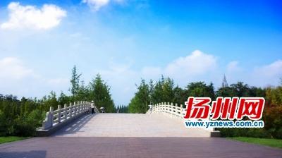 昨天,扬城现蓝天白云。孙祖良司新利摄