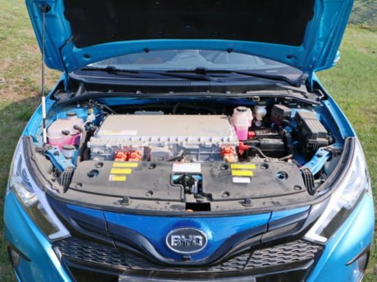 比亚迪  秦EV300 车辆发动机舱整体