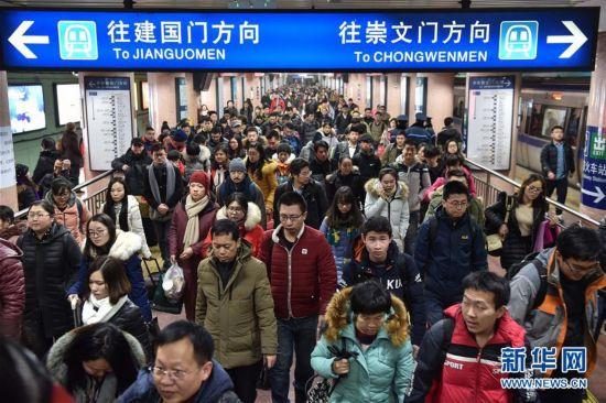 北上广常住人口增速放缓 超大城市人口疏解谁走了谁还在?