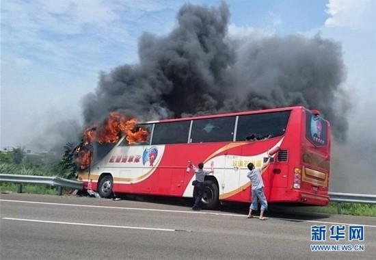 台湾游览车起火造成26人罹难 包括24名大陆游客